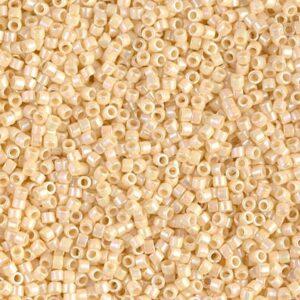 Delica Beads von Miyuki DB0157 opaque cream AB 5g