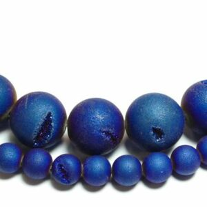 Achat matt blau metalic Kristalldrusen 6 – 16 mm, 1 Strang