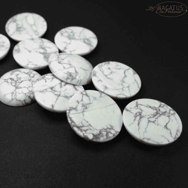 Howlith_Cabochon_white