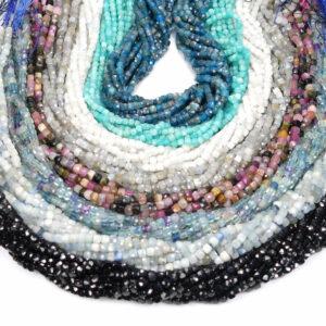 Aquamarin Würfel facettiert hellblau 4 x 4 mm, 1 Strang