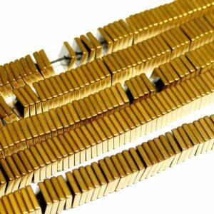 Ematite quadrati oro 8 x 2 mm, 1 filo