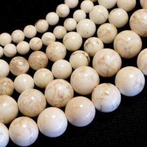 Sfera di magnesite bianco lucido 4 – 12 mm, 1 filo