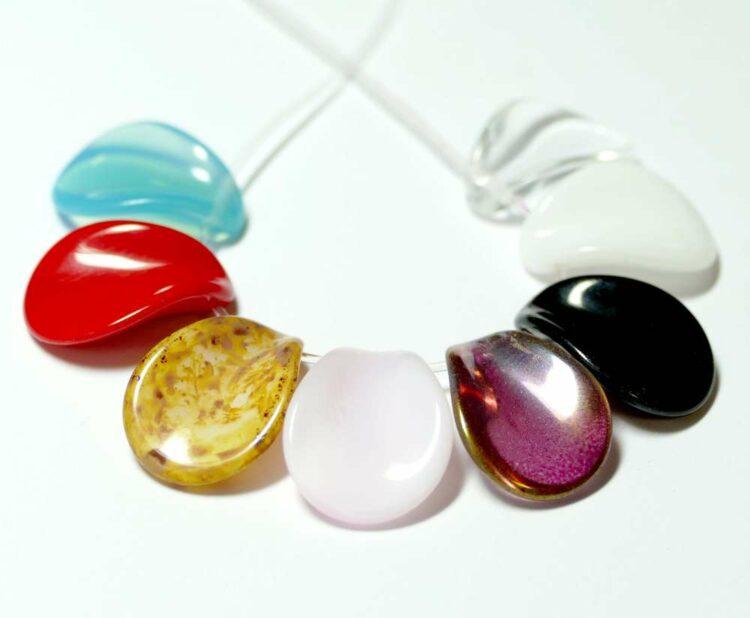 Glass bead leaves