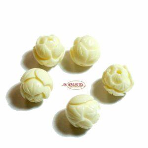 Perle en plastique fleur de lotus 10 x 9 mm blanc crème
