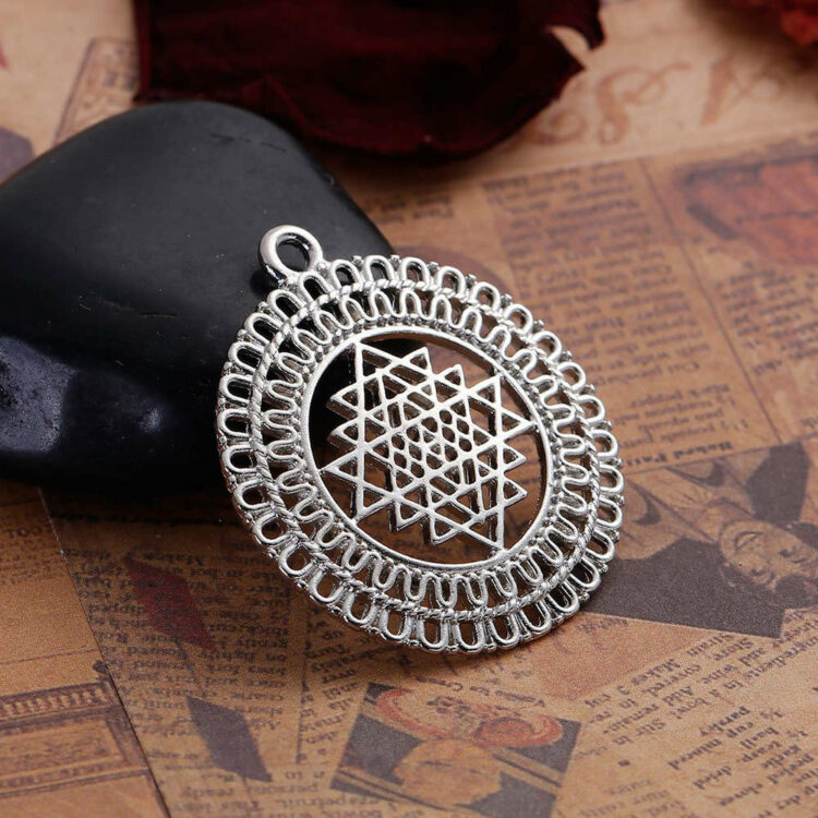 Metal pendant Sri Yantra 39x34-si