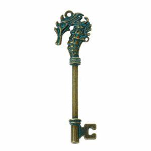 Pendentif métal clé hippocampe 71x20mm laiton patiné