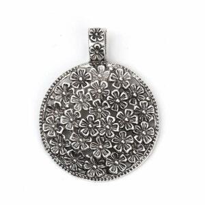 Ciondolo in metallo Charm rotondo prato fiorito 59×45 mm