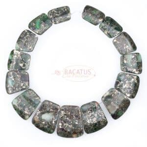 Collana di diaspro impression e pirite verde circa 16 × 24–29 × 35 mm, 1 filo